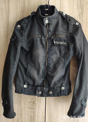 Коротенькая, стильная джинсовая куртка