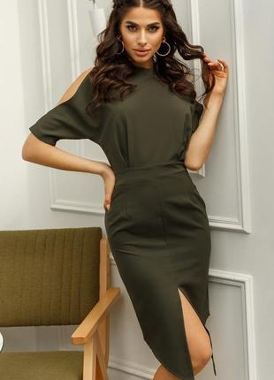 Модное платье по фигуре цвета хаки