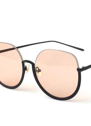 Полуободковые округлые солнцезащитные очки с цветной карамельн...