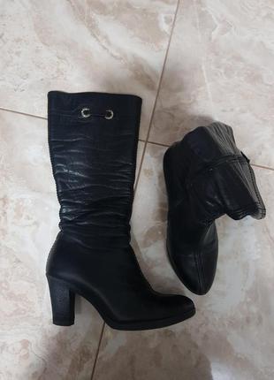 Зимние кожаные утепленные сапоги на каблуке