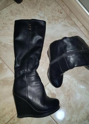 Зимние кожаные сапоги ботинки на меху на танкетке