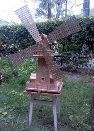 Макет ветряной мельницы.