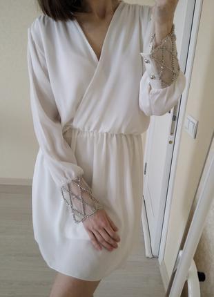 Платье белое нарядное р.42-44