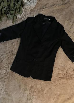 Базовый чёрный пиджак в новом состоянии с рукавом 3/4