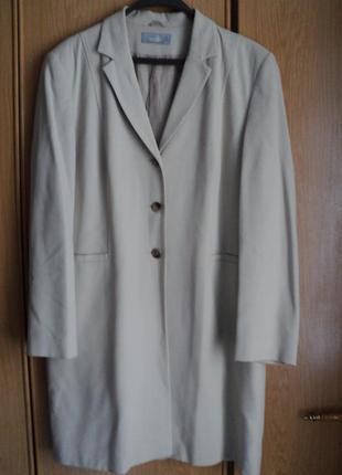 Пиджак белый удлиненный размер 50-52