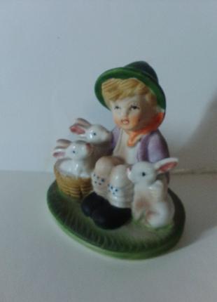 """Статуэтка Германия """" Мальчик с зайцами""""."""