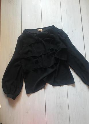 Черная блуза с длинным рукавом