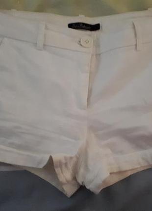 Летние шорты молочного цвета с карманами