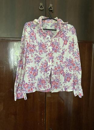 Легкая белая рубашка с воротником с принтом