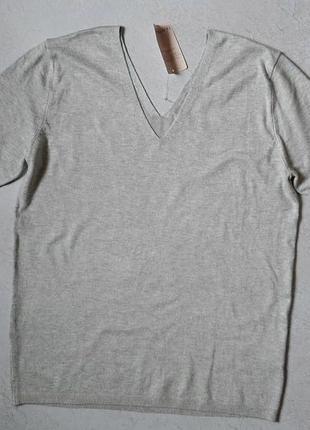 Женский пуловер с v-образным вырезом