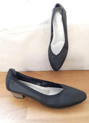 Кожаные модные туфли балетки 40-41 размер