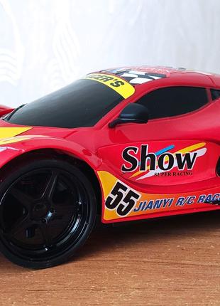 Феррарі на пульті керування / Ferrari с пультом управления