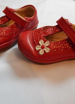 Clarks туфельки на девочку 20 размер