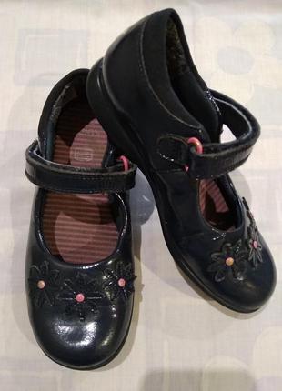Лакированые туфельки clarks с мигалками туфли