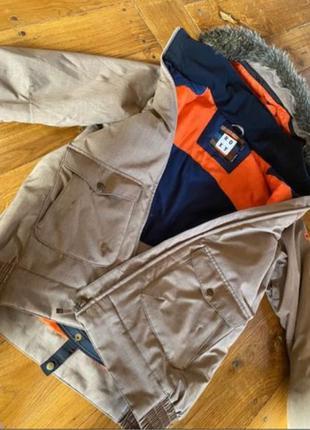 Продаю женскую сноубордическую куртку фирмы Roxy, размер М