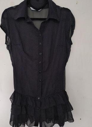Блуза в мелкий горошек с рюшами