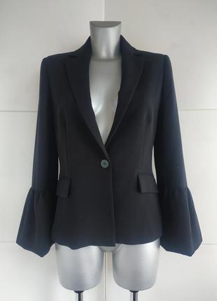 Стильный пиджак mango базового черного цвета модного кроя