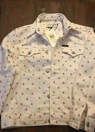 Белая джинсовая куртка Calvin Klein (Кельвин Кляйн) с монограммой