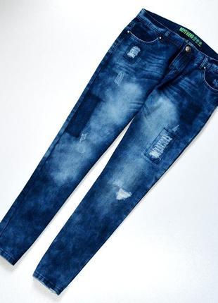 Стильные джинсы бойфренды  с потертостями