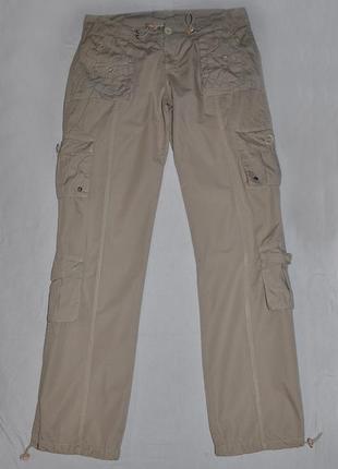 Бежевые брюки с накладными карманами