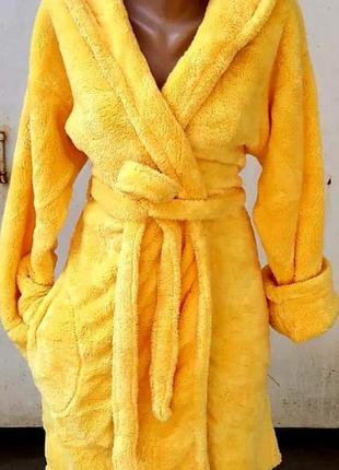 Теплые женские короткие махровые натуральные халаты с капюшоно...