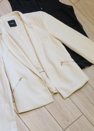 Белый пиджак кремовый пиджак