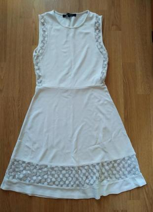 Трендовое платье с прозрачными вставками
