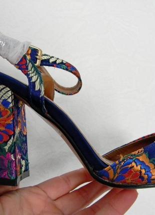 Стильные босоножки на каблуке 38р.