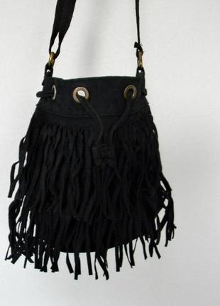 Замшевая черная бохо сумка с бахромой