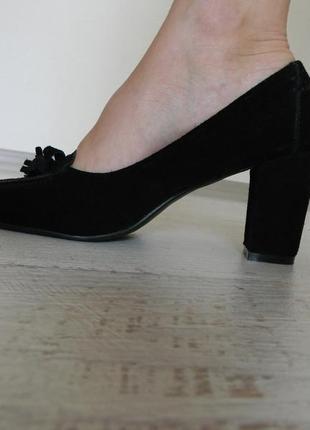 Замшевые черные классические туфли на каблуке 37р.