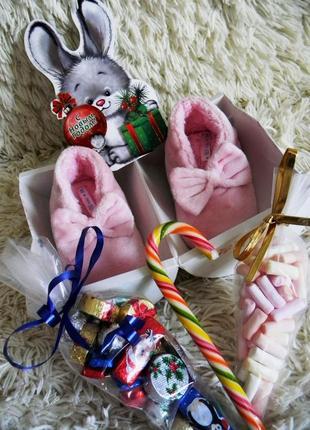 Новогодний набор подарок теплые тапочки и сладости