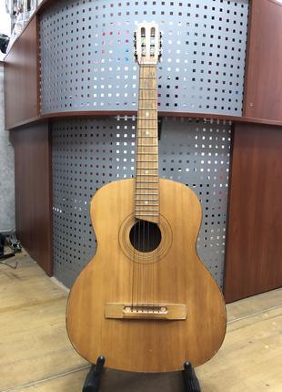 (2999) Черниговская Гитара с Чистым и Глубоким Звуком