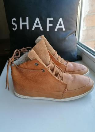 Новые сток рыжие кожаные ботинки на овчине дорогого бренда hub...