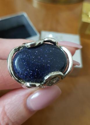 Кольцо с натуральным камнем.
