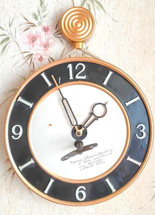 """Часы механические настенные """"Маяк"""" с ключом, 1972 г., рабочие"""