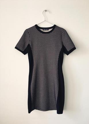 Стильное платье-футболка с черными вставками по бокам select