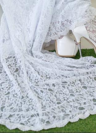 Свадебное платье, и свадебные ботинки
