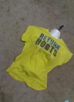 Яркая футболка  benetton  м.л