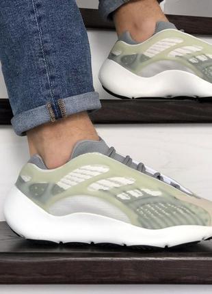 Замечательные мужские кроссовки adidas yeezy boost 700 v3 белые