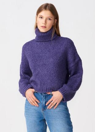 Теплый укороченый свитер гольф фиолетового  оттенка