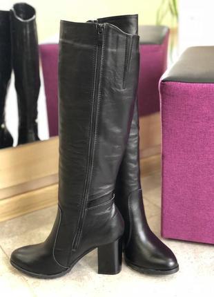 Кожаные сапоги на очень удобном небольшом каблуке с жемчугом