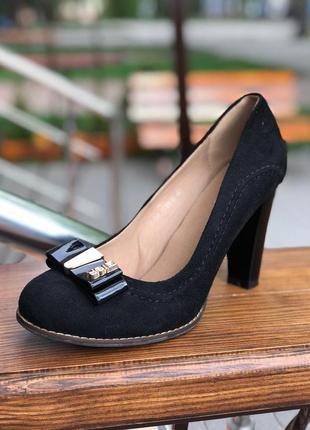 Распродажа ! черные туфли на высоком каблуке 40 размер с бантом