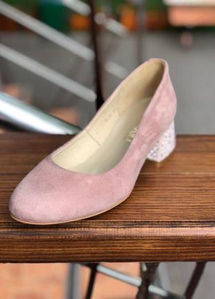 Туфли нежно розового цвета на небольшом каблуке с натурального...