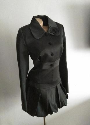 Костюм классический женский, черный, в полоску, юбка плиссе пи...