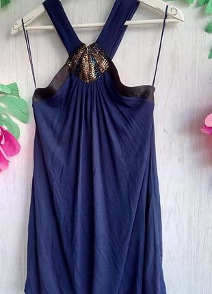 Милое короткое синее платье без рукавов с вышивкой бисером