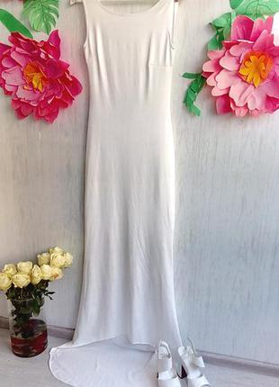 Шикарное свадебное платье с открытой спиной и шлейфом без бисе...