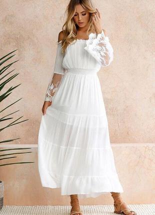 Нежное белое платье в пол