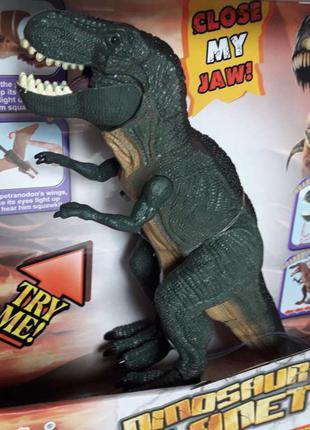 Динозавр на батарейках.