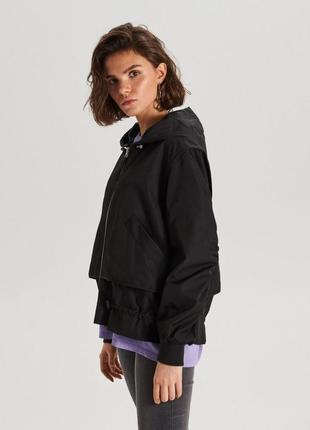 Новая женская демисезонная чёрная куртка ветровка бомбер с кап...