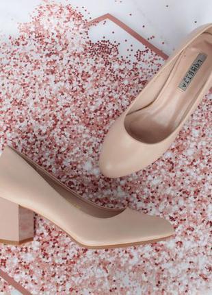 Нюдовые, бежевые туфли 36 размера на устойчивом каблуке